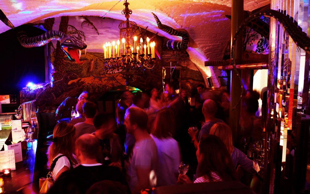 FreitagsKultour: Tanz in der Bar mit DJ!